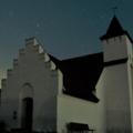 Billede af kirke om natten
